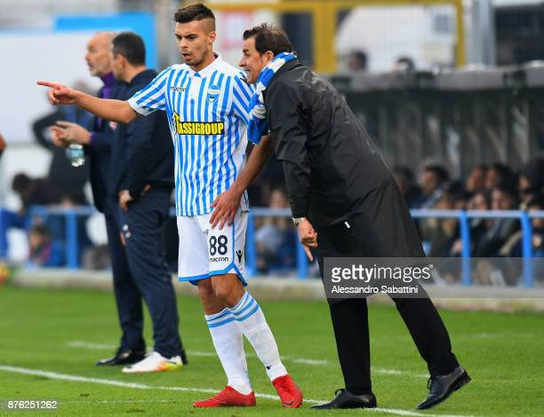 Leonardo Semplici head coach of Spal issues instructions to Alberto Grassi of Spal during the Serie A match between Spal and ACF Fiorentina at Stadio...