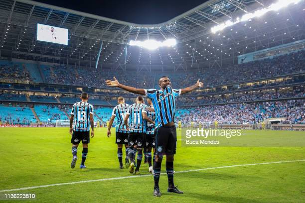Leonardo Silva of Gremio celebrates a scored goal during a match between Gremio and Rosario Central as part of Copa CONMEBOL Libertadores 2019 at...