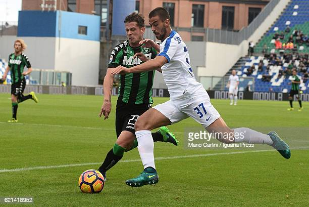 Leonardo Spinazzola of Atalanta BC in action during the Serie A match between US Sassuolo and Atalanta BC at Mapei Stadium Citta' del Tricolore on...