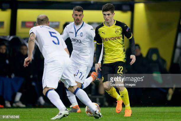 Leonardo Spinazzola of Atalanta Christian Pulisic of Borussia Dortmund during the UEFA Europa League match between Borussia Dortmund v Atalanta...