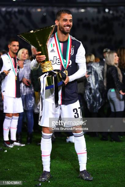 Leonardo Spinazzola of Juventus poses with the Serie A trophy following the Serie A match between Juventus and Atalanta BC at Allianz Stadium on May...