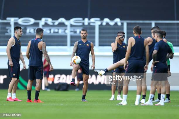 Leonardo Spinazzola warms up during an AS Roma Training Session And Press Conference at MSV Arena on August 05 2020 in Duisburg Germany