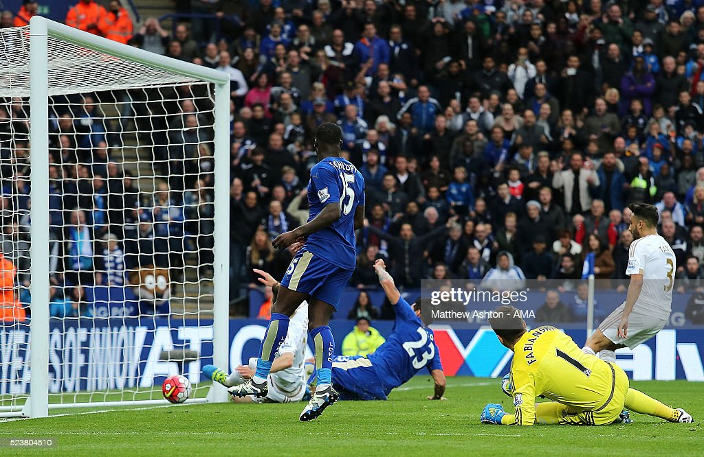 Leonardo Ulloa of Leicester City scores a goal to make the score 3-0 during the Barclays Premier League match between Leicester City and Swansea City at The King Power Stadium on April 24, 2016 in Leicester, United Kingdom.