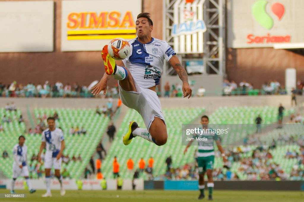 Leonardo Ulloa of Pachuca controls the ball during a Group E match between Santos and Pachuca as part of Copa MX Apertura 2018 at Estadio Nuevo Corona on August 29, 2018 in Torreon, Mexico.