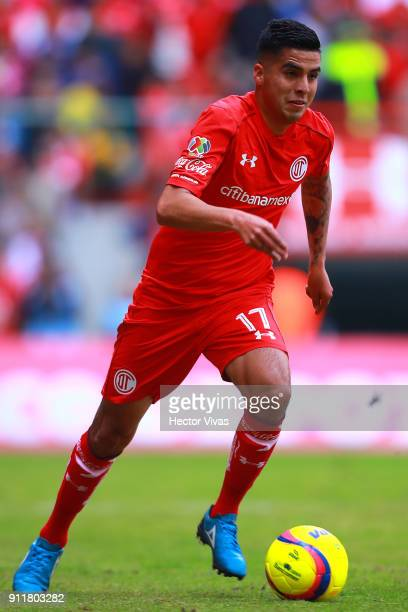 Leonel Lopez of Toluca drives the ball during the 4th round match between Toluca and Cruz Azul as part of the Torneo Clausura 2018 Liga MX at Nemesio...