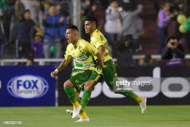 Leonel Miranda of Defensa y Justicia celebrates with teammates after scoring the first goal of his team during a Quarter Final second leg match...