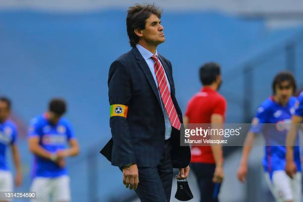 Leonel Rocco, coach of San Luis gestures during the 16th round match between Cruz Azul and Atletico de San Luis as part of the Torneo Guard1anes 2021...