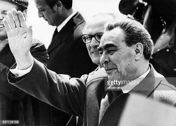 Leonid Ilyich BrezhnevLeonid Iljitsch BreschnewErich HoneckerErich Honecker Politiker UdSSR Generalsekretär der KPdSU 196482 Staatschef 197782 nach...