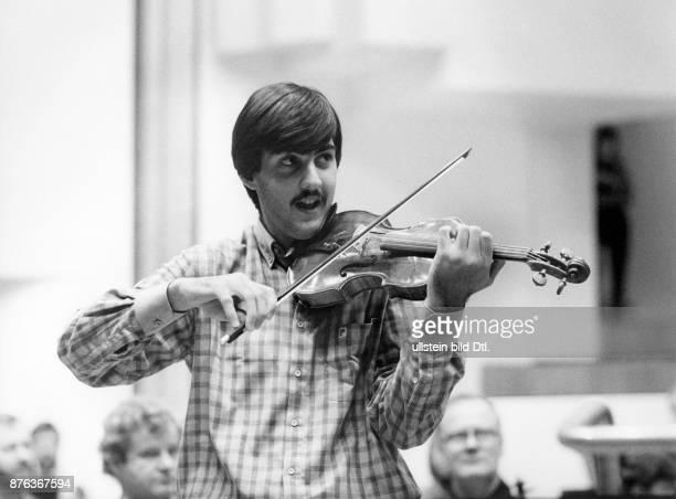 Leonidas Kavakos playing at the International Jean Sibelius Violin Competition