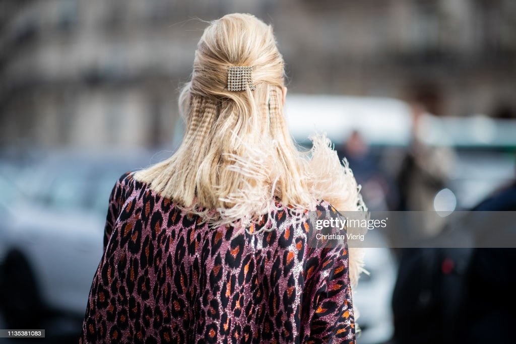 Street Style - Paris Fashion Week Womenswear Fall/Winter 2019/2020 : Day Nine : News Photo