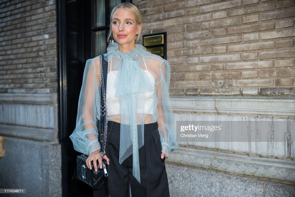 Street Style - New York Fashion Week September 2019 - Day 7 : News Photo
