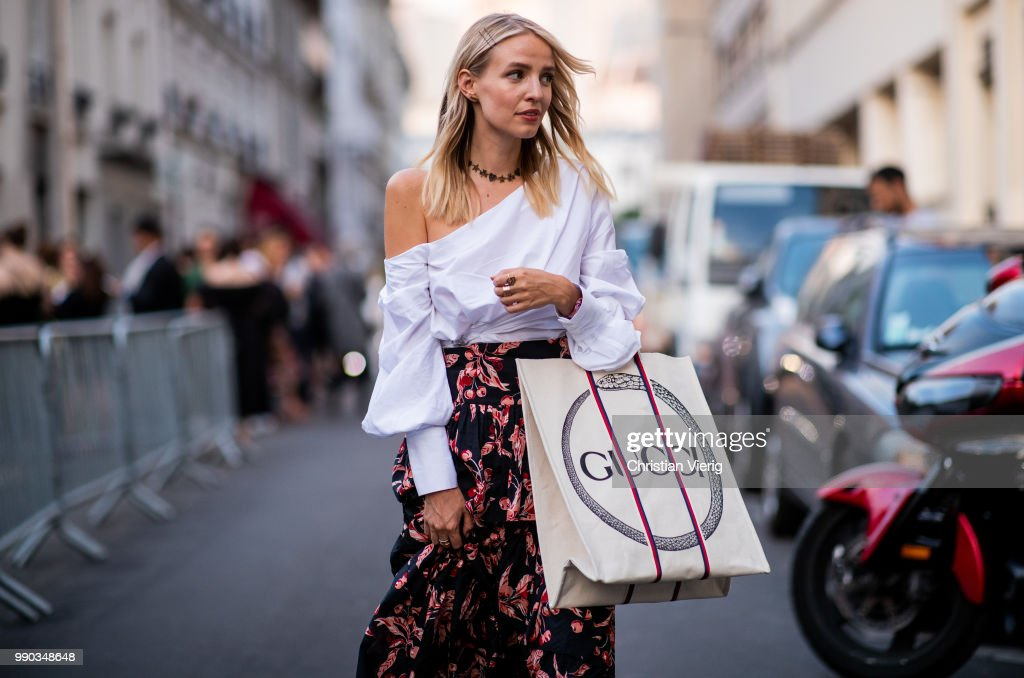 Street Style : Day Two - Haute Couture Fall Winter 2018/2019 : ニュース写真