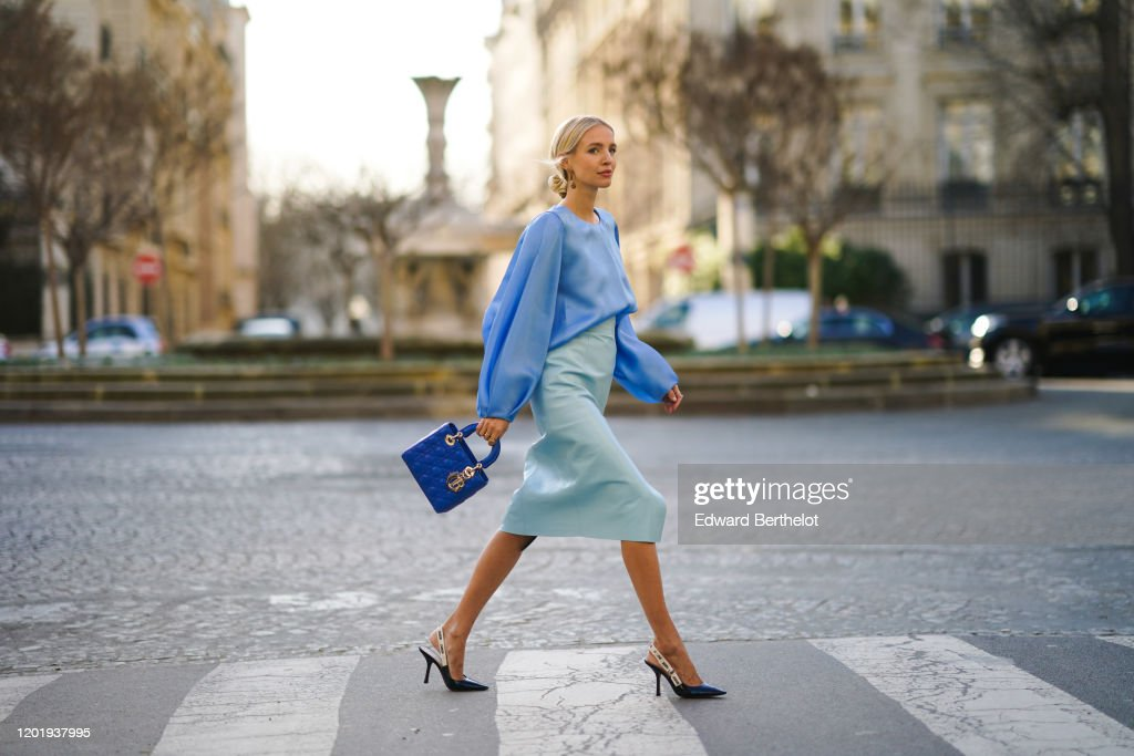Street Style - Paris Fashion Week - Haute Couture Spring/Summer 2020 : Day Two : Photo d'actualité