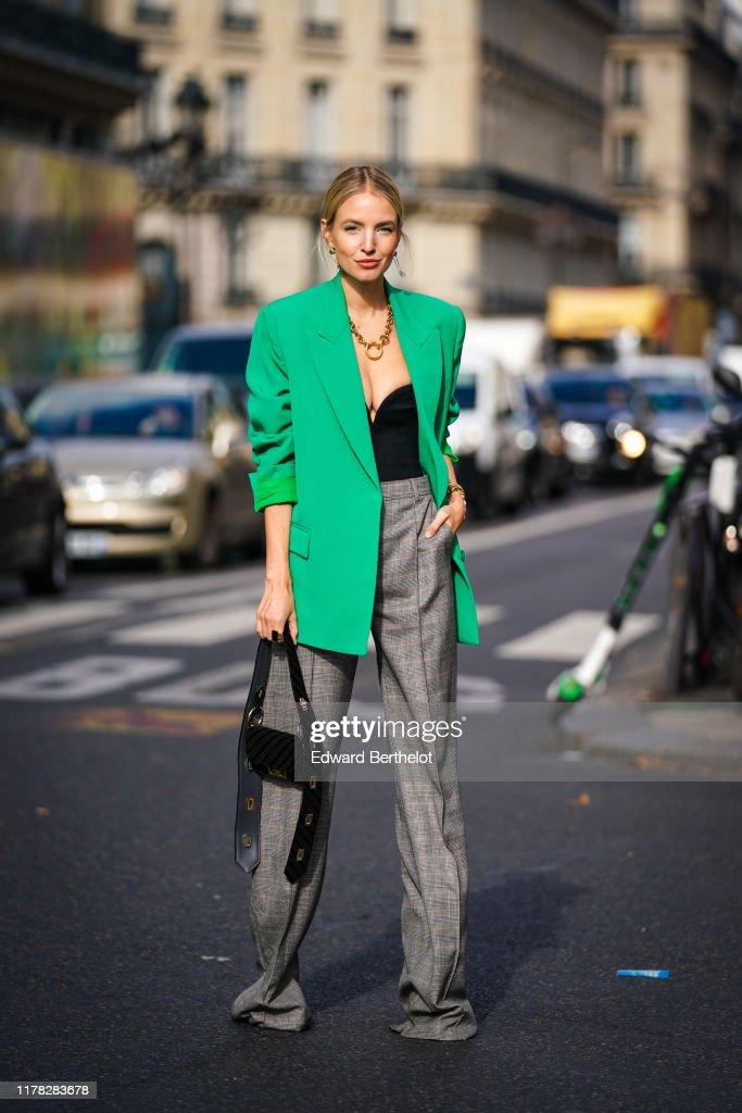 Street Style : Paris Fashion Week - Womenswear Spring Summer 2020 : Day Eight : News Photo