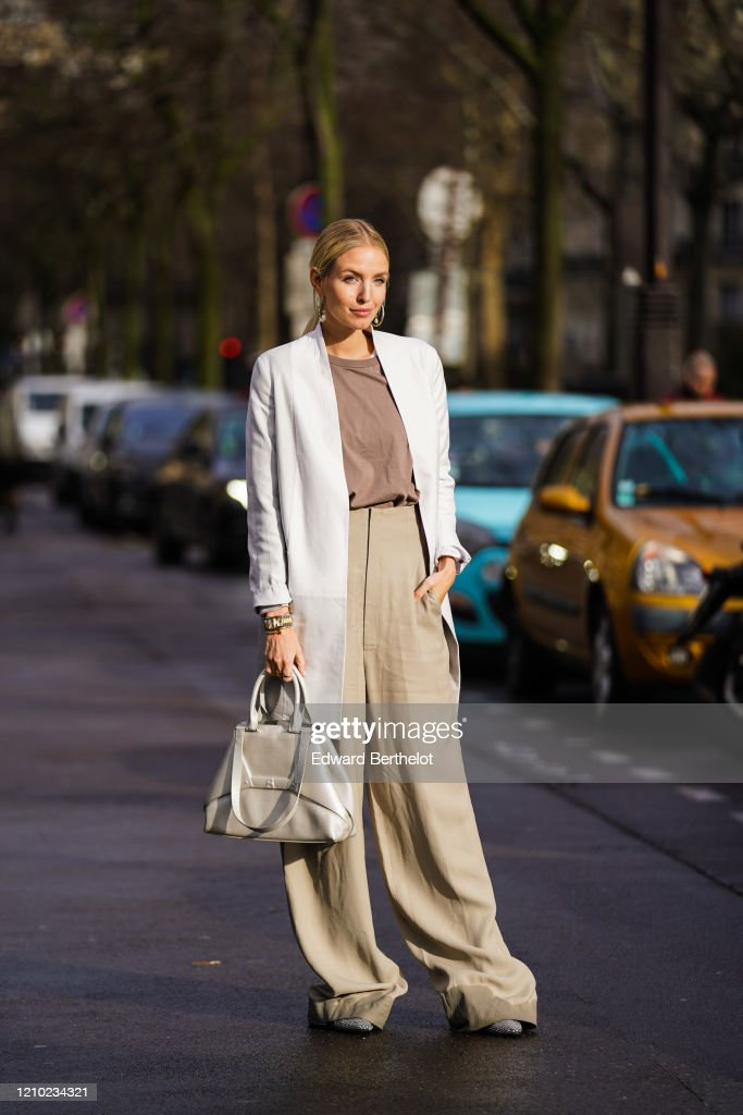 Street Style  - Paris Fashion Week - Womenswear Fall/Winter 2020/2021 : Day Eight : News Photo