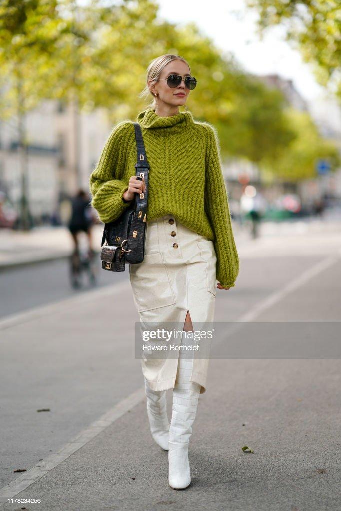 Street Style : Paris Fashion Week - Womenswear Spring Summer 2020 : Day Eight : Nachrichtenfoto