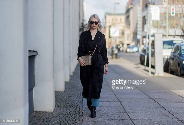 Leonie Markhorst wearing a black Trench coat Lala Berlin Avelon top blue Closed denim jeans black COS ankle boots beige TheSLCTD chain bag black Ace...