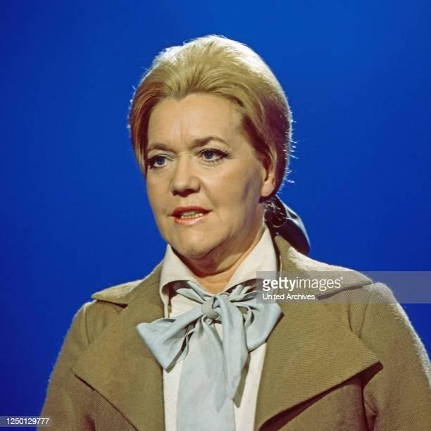 """Leonie Rysanek, österreichische Opernsängerin, zu Gast in der Musiksendung """"Schöne Stimmen"""", Deutschland 1976."""