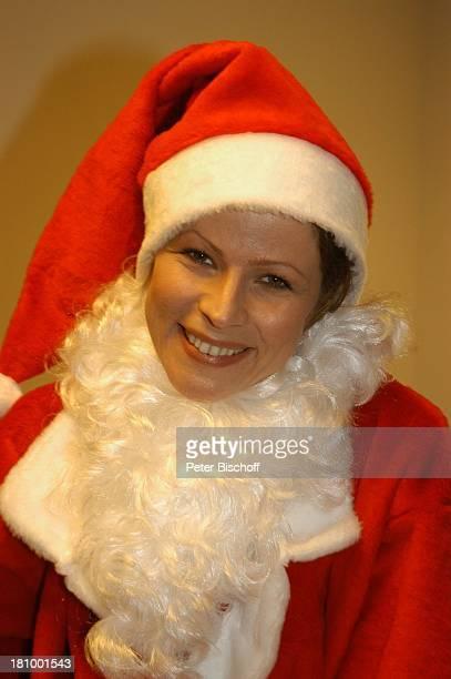 Leonore Capell BavariaFilmStudio München Schauspielerin Verkleidung Kostüm Nikolaus Advent Weihnachtsmann Weihnachten Weihnachtszeit Promis...