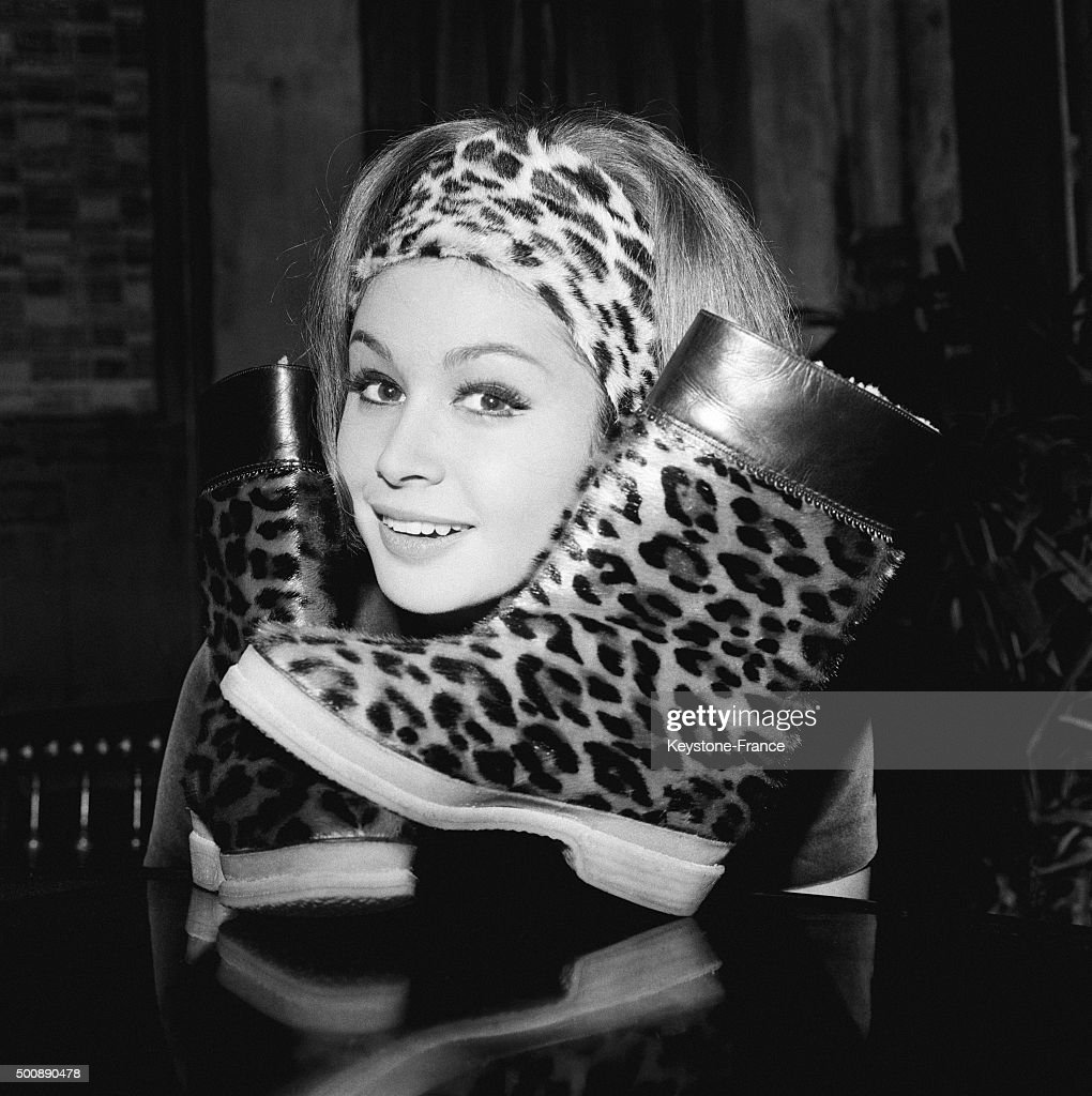 Leopard boots and very light wigs with hairpieces stapled to a leopard fur headband will be very fashionable next winter: this is the last creation of designer Jacques Dessange on September 21, 1963 in Paris, France.