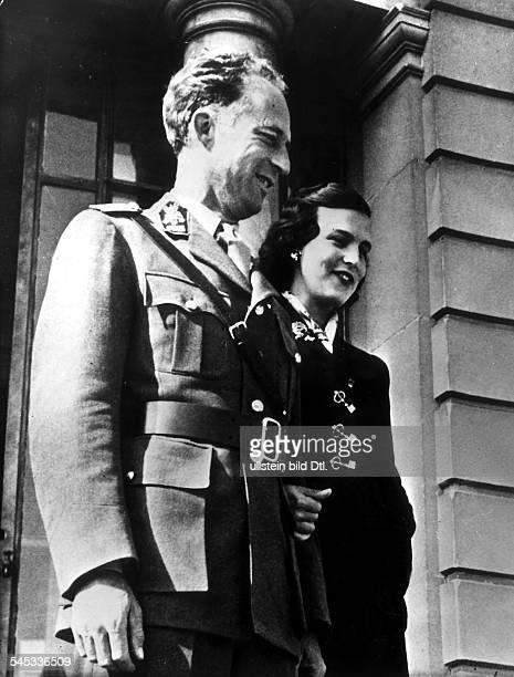 Leopold III von Belgien *Koenig von 19341951 mit seiner Frau Prinzessin Lilianede Rethy 1954