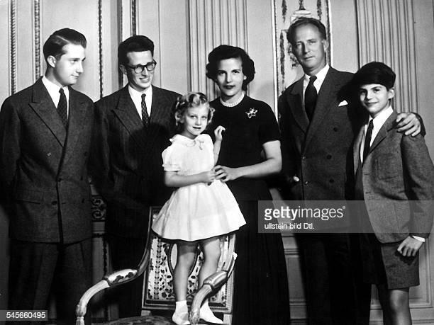Leopold III von Belgien *Koenig von 19341951 vlnr Prinz Albert von Liege KoenigBaudouin Prinzessin MarieChristinePrinzessin Liliane de Rethy...