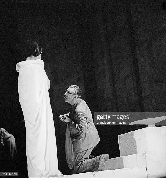 Leopold Lindtberg directin at the Burgtheater in Vienna Photography Around 1968 [Leopold Lindtberg fhrt Regie im Burgtheater Wien Photographie Um...