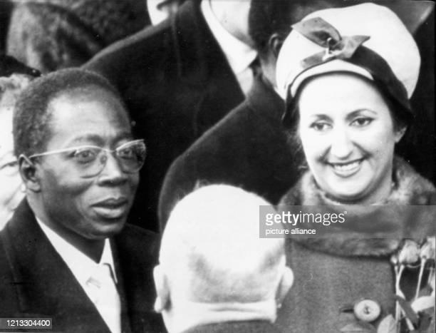 Leopold Senghor und seine Ehefrau Colette bei ihrer Ankunft am 8. November 1961 auf dem Flughafen Köln-Wahn. Leopold Senghor war 1956 einer der...