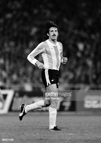 Leopoldo Luque in action for Argentina against Holland during the FIFA 75th Anniversary Match at the Wankdorf Stadium in Berne 22nd May 1979 The...