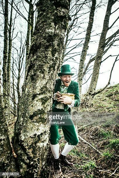 leprechaun man hiding pot of gold - leprechaun stock pictures, royalty-free photos & images