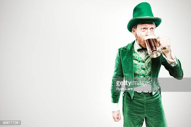 leprechaun man with beer - st patricks stock pictures, royalty-free photos & images