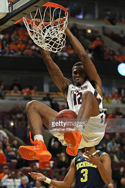 Leron Black of the Illinois Fighting Illini dunks against the Michigan Wolverines during the second round of the 2015 Big Ten Men's Basketball...
