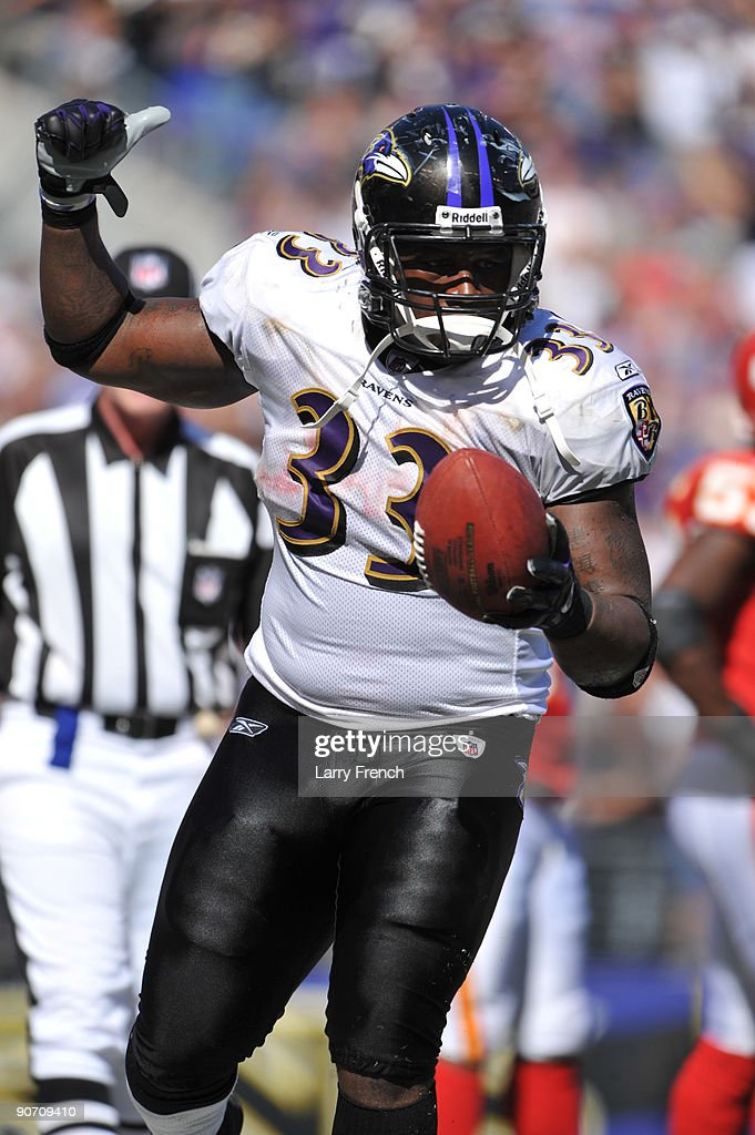 Le'Ron McClain #33 of the Baltimore Ravens celebrates a touchdown against the Kansas City Chiefs at M&T Bank Stadium on September 13, 2009 in Baltimore, Maryland. The Ravens defeated the Chiefs 38-24.
