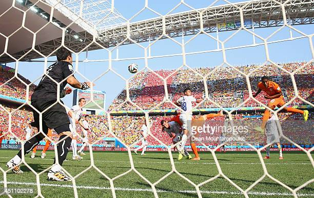 Leroy Fer of the Netherlands scores his team's first goal past Claudio Bravo of Chile during the 2014 FIFA World Cup Brazil Group B match between the...