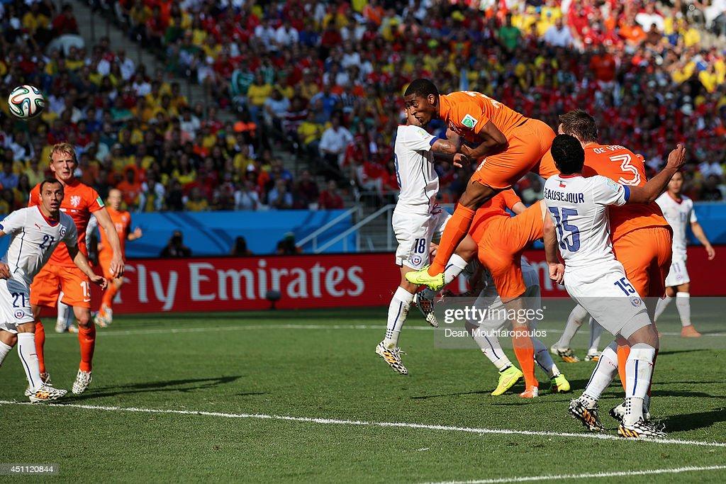 Netherlands v Chile: Group B - 2014 FIFA World Cup Brazil : Fotografía de noticias