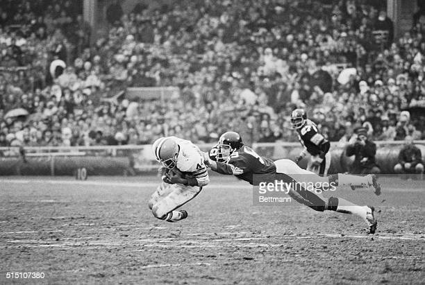 Leroy Kelly , Cleveland running back grabs a low pass from quarterback Mike Phipps in the 4th quarter picking up a first down. Jack Ham, linebacker...