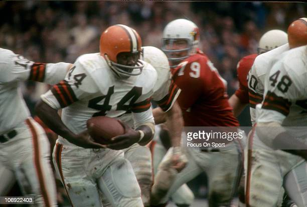 Leroy Kelly of the Cleveland Browns carries the ball against the St Louis Cardinals during an NFL football game at Busch Memorial Stadium circa 1968...