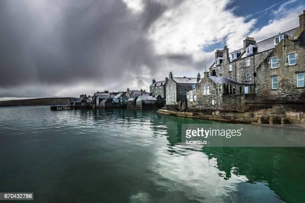lerwick old town, shetland islands, scotland - isole shetland foto e immagini stock