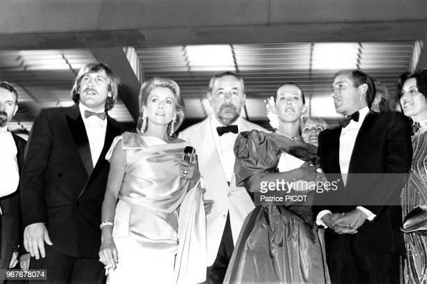 Les acteurs et réalisateurs français Gérard Depardieu Catherine Deneuve Philippe Noiret Sophie Marceau et Alain Corneau au Festival de Cannes le 14...