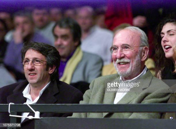les acteurs français Richard Anconina et JeanPierre Marielle assistent à la réunion de boxe le 12 mars 2001 au Palais des Sports de Paris AFP PHOTO...