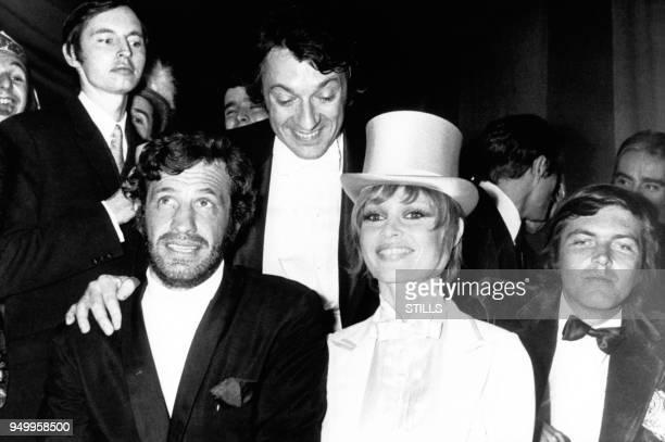 Les acteurs JeanPaul Belmondo et JeanPierre Cassel aux cotes de Brigitte Bardot