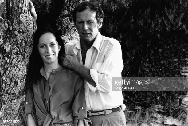 Les acteurs Maurice Ronet et Josephine Chaplin pendant leurs vacances à Bonnieux, dans le Vaucluse, en France, le 31 juillet 1979.
