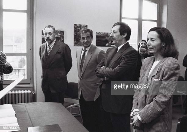 Les acteurs Philippe Noiret et JeanPaul Belmondo sont les témoins du comédien Jean Rochefort lors de son mariage avec Françoise Vidal le 14 janvier...
