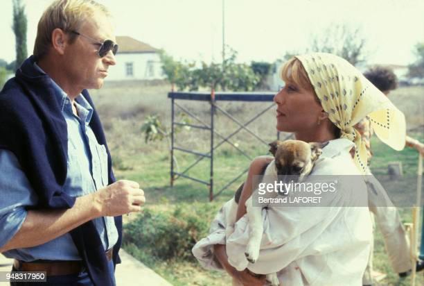 Les acteurs Pierre Vaneck et Stéphane Audran lors du tournage du film 'Le Soleil en face' réalisé par Pierre Kast en novembre 1978 Portugal