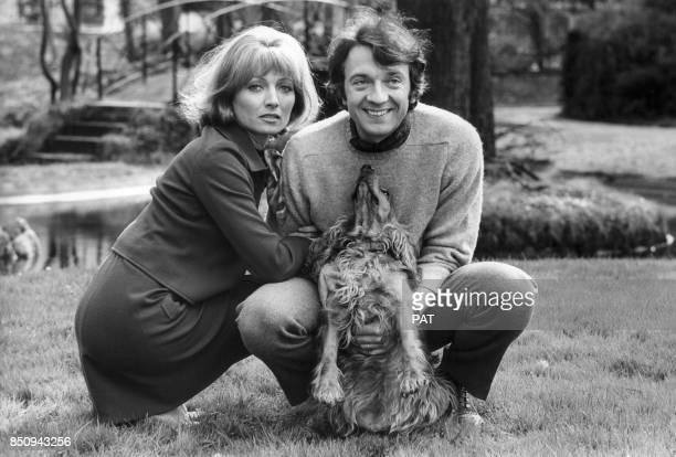 Les acteurs Stéphane Audran et JeanPierre Cassel lors du tournage du film 'La Rupture' en avril 1970 à Bruxelles Belgique