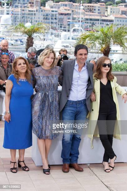Les actrices Tassadit Mandi Valeria Bruni Tedeschi le réalisateur Samuel Benchetrit et l'actrice Isabelle Huppert lors du photocall du film...