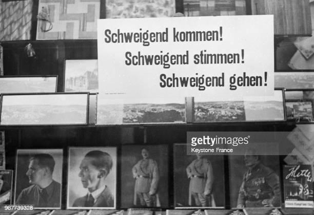 Les affiches du Front Allemand publient les portraits des dirigeants nazis pour convaincre les électeurs de voter le rattachement à l'Allemagne au...