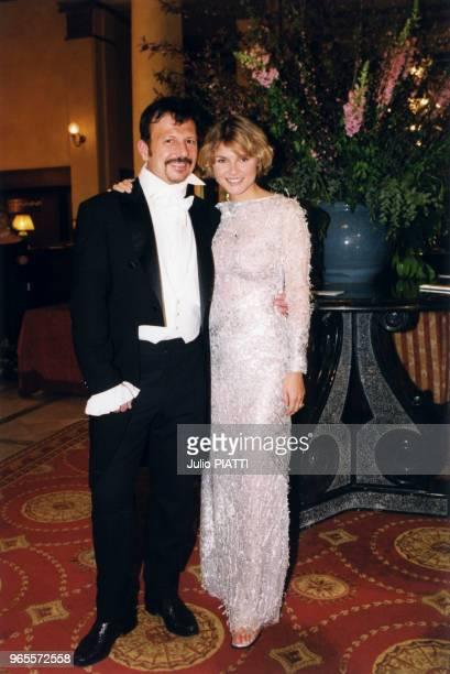 Les animateurs de la soirée HenriJean Servat et Alexandra Bronkers le 27 mars 1999 à Deauville France