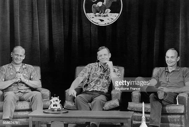 Les astronautes d'Apollo 11, de gauche à droite, Edwin Aldrin, Neil Armstrong et Michael Collins, lors de leur dernière conférence de presse avant le...