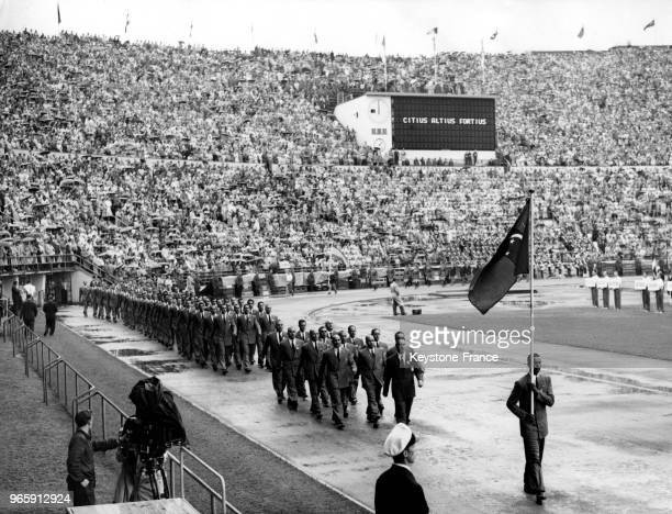 Les athlètes égyptiens défilent dans le stade lors de la cérémonie d'ouverture des Jeux Olympiques le 19 juillet 1952 à Helsinki Finlande